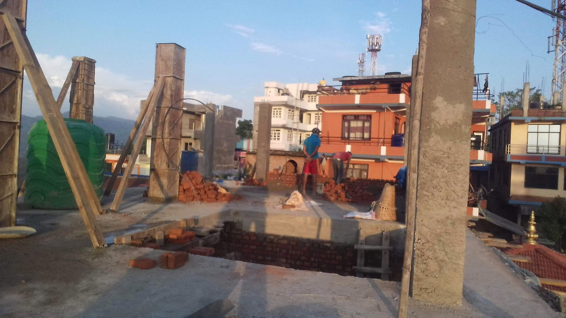 7.gettata-e-armatura-pilastri-secondo-piano-Bhagawati-school