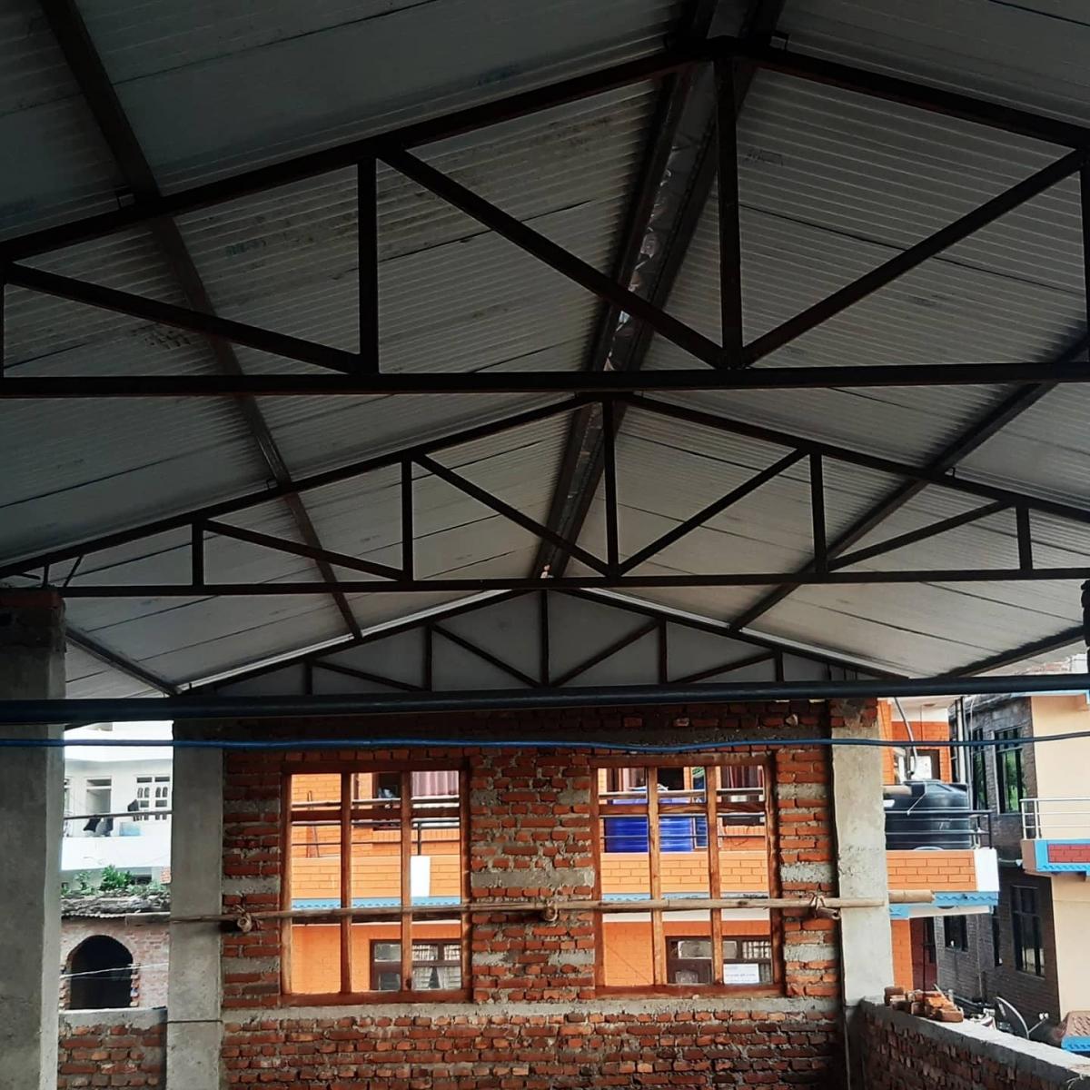 Anche il tetto è opera compiuta! - Bhagawati School