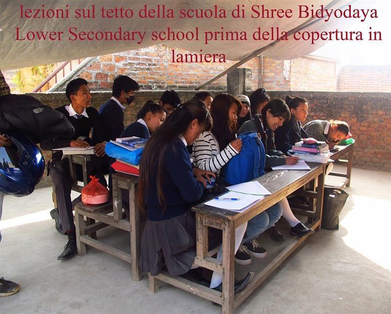 Lezioni-sul-tetto-scuola-di-Shree-Bidyodaya-Lower-Secondary-school-prima-della-copertura-in-lamiera