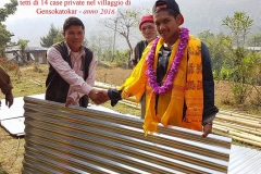 Consegna-delle-lamiere-per-la-copertura-dei-tetti-di-14-case-private-nel-villaggio-di-Gensokatokar