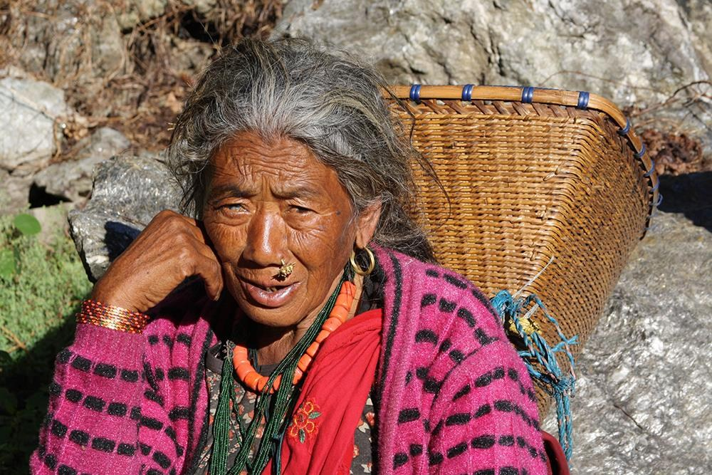 Donna e Segni della fatica CiaoNamastè Nepal